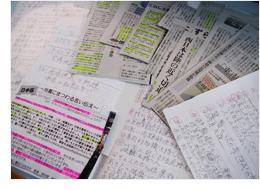 【写真】震災の新聞記事、切り抜き