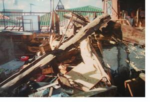 【写真】倒壊した家屋